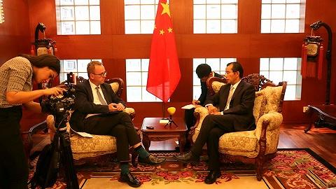 中国大使再接受瑞媒专访:警方称中国游客和警察都没违法