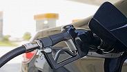 国内成品油价迎四年最大降幅 加满一箱92号汽油省20元