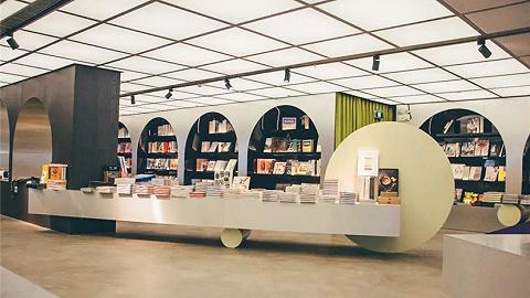 HAY 在东京开了一家轻食咖啡厅,还卖书,它想当下一个 MUJI ?