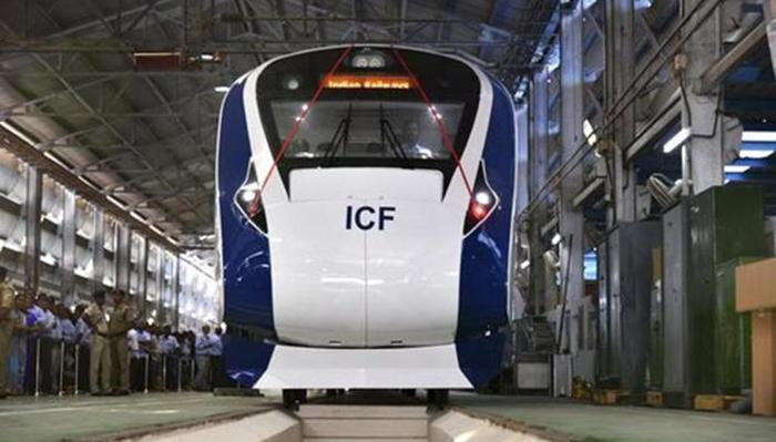 """人挂在火车车厢外?""""18列车""""将重塑印度未来轨道交通"""