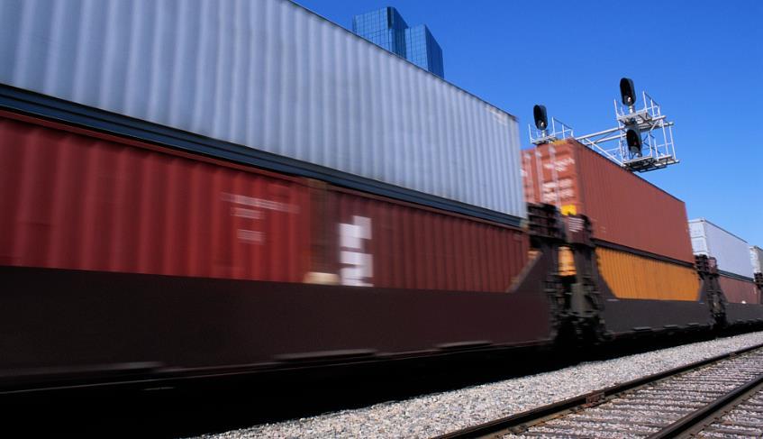 2018年全国铁路发送货物40.22亿吨,货运增量超额完成目标