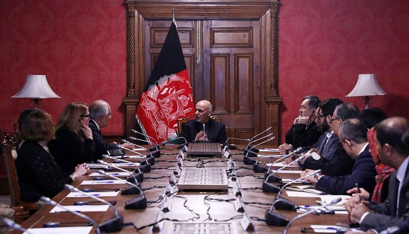 阿富汗官员对美国与塔利班谈判表达不