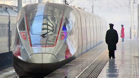 """直通部委  中国高铁已发送旅客99.5亿人次 两部门:长江采运砂石要有""""身份证"""""""