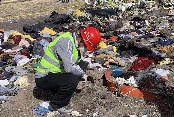 埃塞坠机搜寻工作继续 中国遇难者的存折被发现