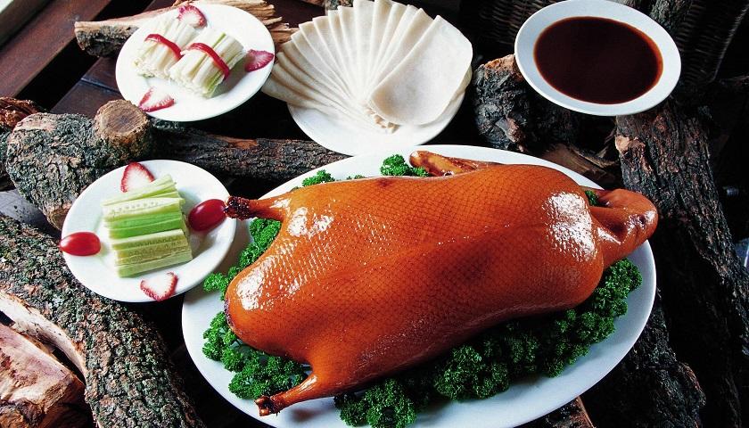 开店数量增加食客却少了,烤鸭老字号全聚德去年营收利润双降