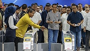 筹备34年终于迎来首条地铁,印尼公共交通要想改造不容易