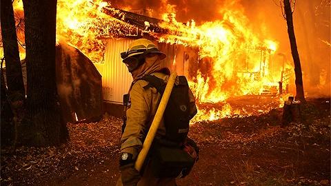勇往直前的消防员,心里其实藏着深深的伤