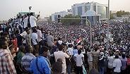 为缓和民间压力,苏丹过渡委员会宣布解除宵禁将建立民选政府
