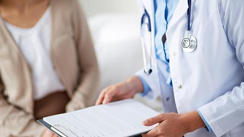 卫健委:我国医师过度集中在大城市三甲医院,农村千人医师比仅为1.8