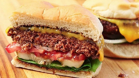 比尔盖茨参投的人造肉公司Beyond Meat暴涨163%
