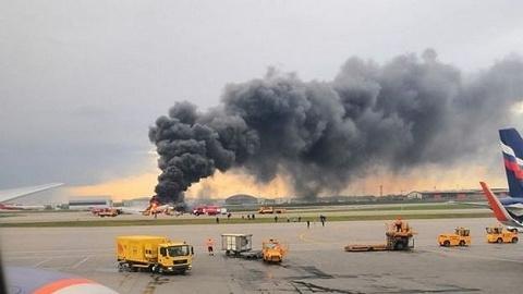 俄航客机迫降重着陆起火,造成41人死亡