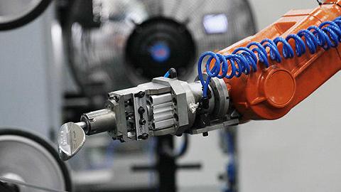 九年来销量首度下滑,中国工业机器人行业的拐点来了吗?