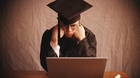 """大学生就业启示录: 入学时的""""黄金专业"""",四年后未必是""""金饭碗"""""""