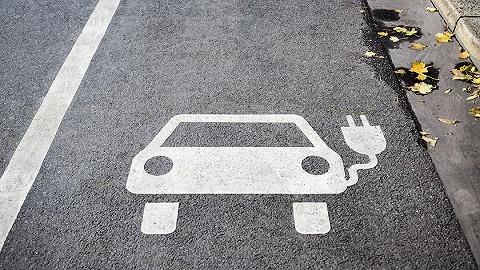宁德时代董事长曾毓群:2030年纯电动汽车首次购置成本将低于燃油车
