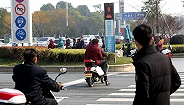 地方新闻精选|南京行人闯红灯将计入个人信用档案 北京见义勇为者造成损失或由政府兜底