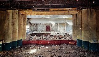 """废墟的世界:历史""""证件照""""、现代""""游乐园"""",城市景象越破败越美?"""