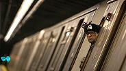 ?#22756;?#20013;的纽约再?#21482;?#24314;故障,乘客被困停运地铁一个多小时