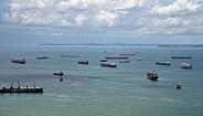 韩国货船在马六甲海峡遭遇海盗,现金、手机和鞋都被抢了