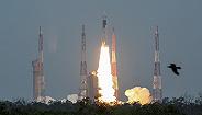 """印度""""月船2号""""探测器上天,有望43天后着陆月球"""