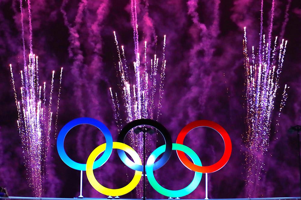 2016年8月5日,巴西里约热内卢,2016里约奥运会开幕式,马拉卡纳体育场烟花表演点亮夜空