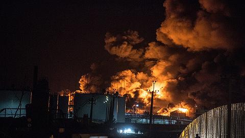 《?#19968;?#33521;雄》很燃很催泪,?#19978;?#23454;中的油罐区灭火是这样操作的吗?