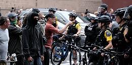 美国左右翼两敌对团体在波特兰暴力冲突,千人集会中警方逮捕13人