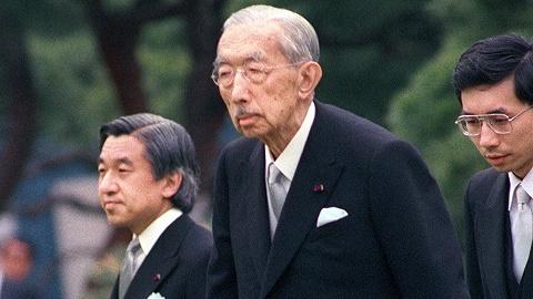 日本宫内厅记录:昭和天?#35797;?#27442;公开?#35789;?#25112;争,却遭首相吉田茂反对