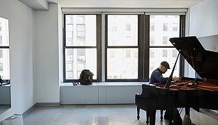 从歌剧院到布鲁克林褐砂石街:一位钢琴调音师的一天