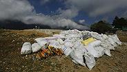 游客在珠峰留下大量垃圾,尼泊尔明年起禁止该地使用一次性塑料