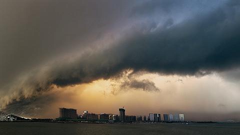 """受台风""""白鹿""""影响,国家海洋预报台今天发布海浪黄色警报和风暴潮蓝色警报"""