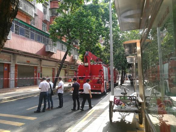 深圳公寓坍塌前,他们涉险敲开140多户房门