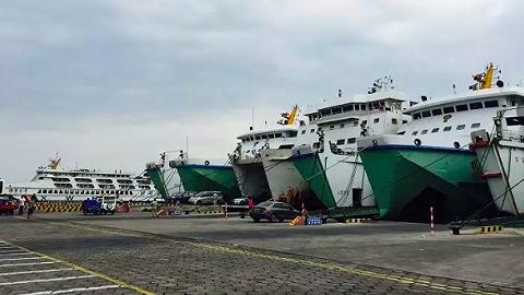 """瓊州海峽迎來""""班輪化""""運營,首日運輸安全有序"""