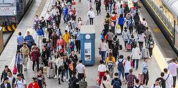 【财经数据】8月铁路发送旅客逾3.7亿人次,创历史新高