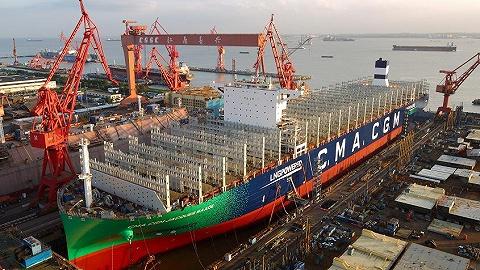 全球首艘最大型LNG動力集裝箱船下水