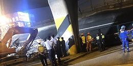 【圖集】直擊江蘇無錫高架橋側翻事故救援現場
