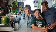【天下奇闻】夏威夷家庭种出5斤牛油果世界最重 台风前囤货日本人不买韩国泡面