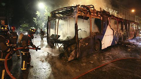 智利首都地铁票价上涨引发抗议,总统宣布进入紧急状态
