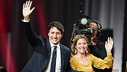 特鲁多连任加拿大总理,但四年来留下的争议让他风光不比从前