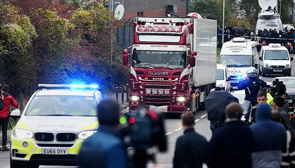 2019年10月23日,英国埃塞克斯郡格雷士,英国警方当天凌晨在埃塞克斯一辆卡车集装箱内,发现了39具遗体。图片来源:视觉中国