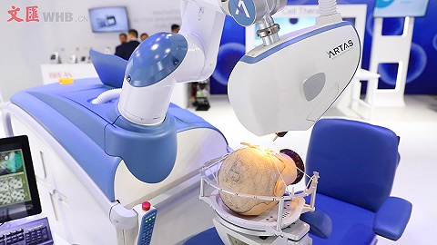 """有了机器人,""""秃然""""就不慌了!70秒看进博会"""