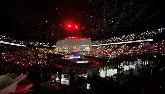 中国电竞站上欧洲巅峰,FPX战队夺得《英雄联盟》S9冠军