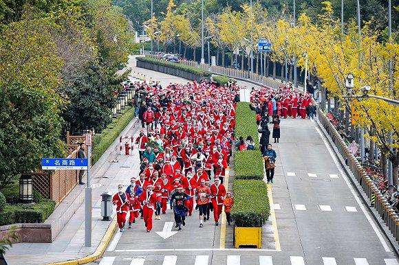 一周旅行指南   浦东香格里拉大酒店推出圣诞慈善跑,雅高集团与阿里巴巴集团达成战略合作图3