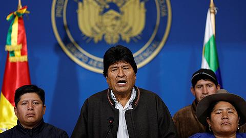 莫拉莱斯所乘飞机经停巴拉圭加油,五个邻国有三个禁其通过领空
