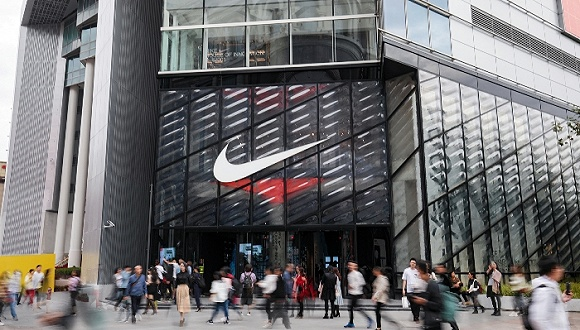 实体零售反击电商,这些运动品牌的店铺客流量不降反升图3