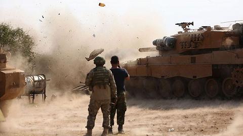 枪向平民、擅自行刑?美无人机拍下亲土耳其武装疑似战争罪行