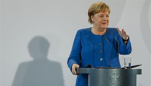 默克尔敦促欧盟从美科技巨头手中夺回数字主权图1