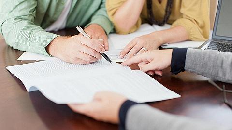 """保险业""""富士康""""调查:流水线生产保险规划师, 培训5天就上岗"""