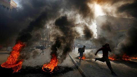天下头条 美股感恩节前再创新高比特币结束连跌 伊拉克抗议者烧毁伊朗领事馆