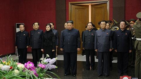 """朝鲜百岁""""女革命家""""逝世,金正恩携夫人吊唁"""