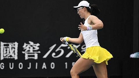 体育晚报丨费德勒澳网首秀轻松获胜 郑赛赛朱琳携手晋级澳网第二轮